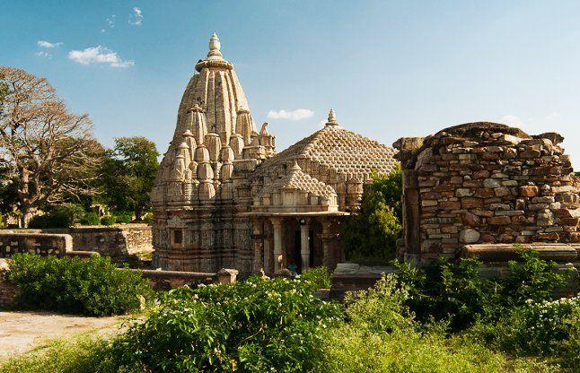 मां दुर्गा के इस मंदिर में पूजा करने पर कभी मैच नहीं हारते धोनी