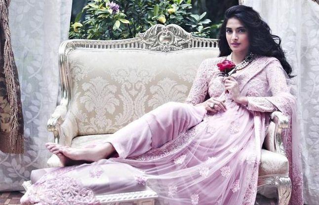 'नीरजा' के लिए आमिर के फीडबैक का इंतजार कर रही है सोनम