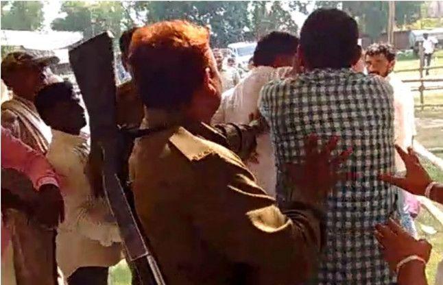 VIDEO: चंदौली में मतगणना स्थल पर भिड़े DDC के समर्थक, जमकर हुई हाथापाई