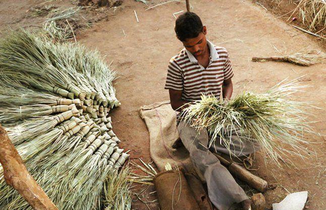 Jhadu Ke Tone Totke On Diwali To Get Ma Lakshmi Happiness - घर में लक्ष्मी  के स्थाई वास के लिए दीवाली पर करें झाड़ू का ये उपाय | Patrika News