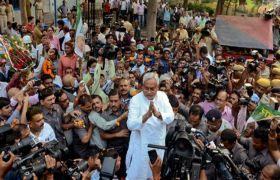 नीतीश कुमार ने की बिहार विधानसभा भंग करने की सिफारिश