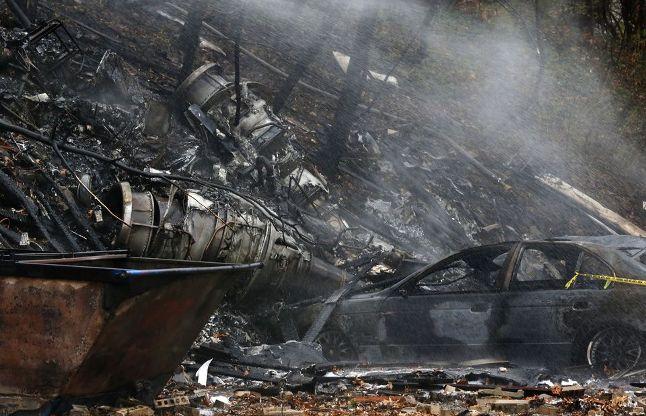 अमरीकाः बिल्डिंग से टकराया छोटा बिजनेस विमान, दो की मौत