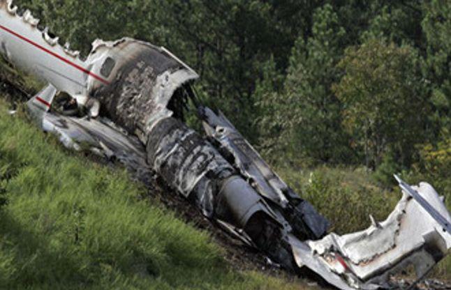 इंग्लैंड में विमान दुर्घटनाग्रस्त, 4 की मौत