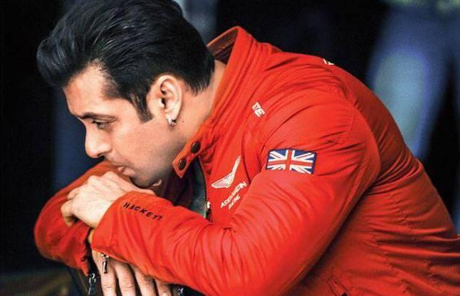 100 Cr. कमाने के बावजूद अभी भी शाहरुख, आमिर से पीछे हैं सलमान