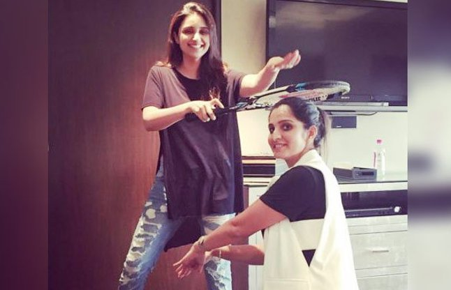 parineeti chopra blesses sania mirza with a tennis