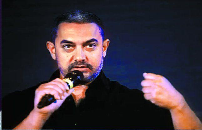 मुझे देश पर गर्व है, मैं और मेरी पत्नी कहीं नहीं जाने वाले: आमिर