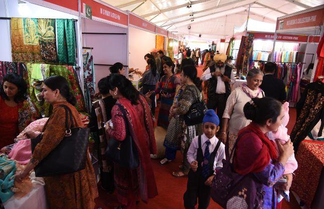 पांच दिवसीय मेगा व्यापार प्रदर्शनी की हुई शुरुआत, उमड़ी हजारों की भीड़