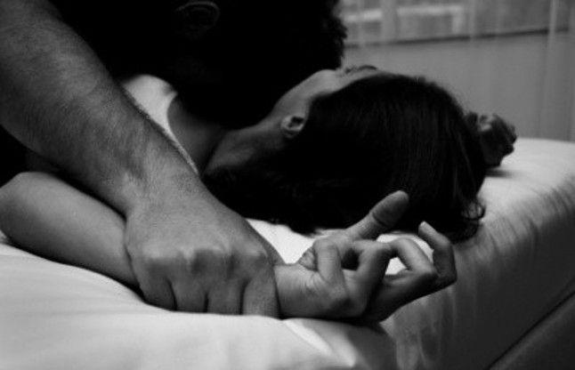 चार माह की गर्भवती महिला से गैंगरेप, पति को पुलिस ने थाने में पीटा