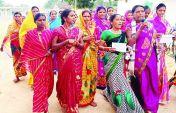 अवैध शराब के खिलाफ युवाओं व महिलाओं ने खोला अनोखा मुहिम