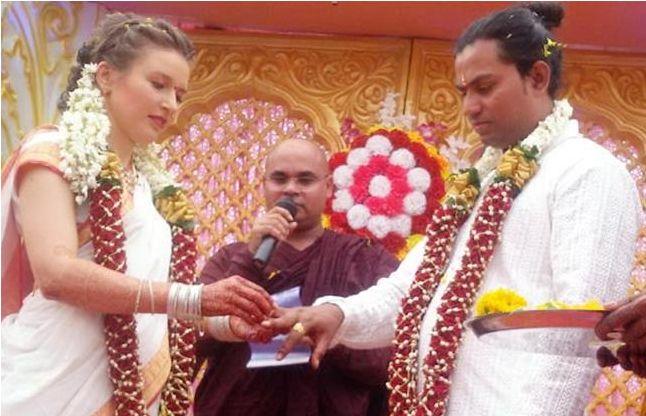 हॉलीवुड एक्टर की बेटी ने अपने योग गुरु से रचाई शादी
