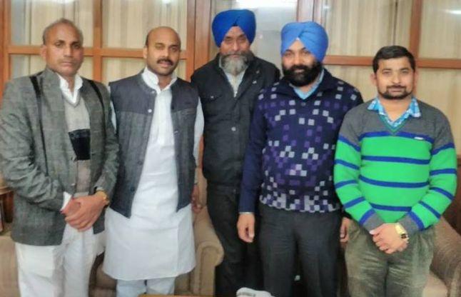 मजदूरों को जाति प्रमाण पत्र दिलवाने को लेकर CM से मिले सांसद हरीश