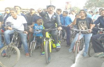 नो व्हीकल डे: शहर को प्रदूषण मुक्त करने मेयर ने निकाली साइकिल रैली