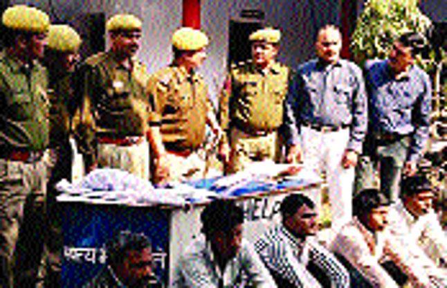 पुलिस-लुटेरों में मुठभेड़, 5 दबोचे