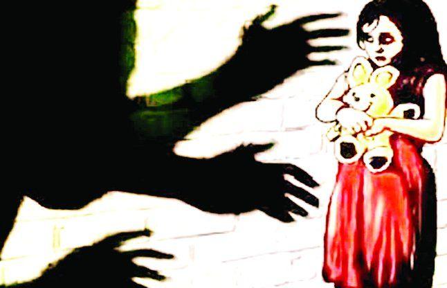 छात्राओं से छेड़छाड़ का आरोपी शिक्षक हिरासत में
