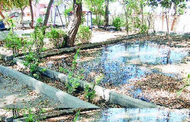 उद्यान में जल बर्बादी, अव्यवस्था से लोग परेशान