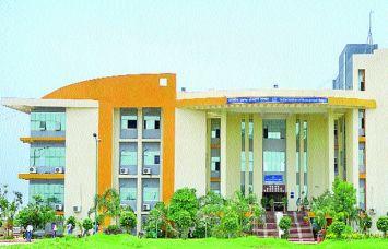 विवाद में IIM Raipur, पहले किया तीन छात्रों को फेल, अब देंगे Grace Marks