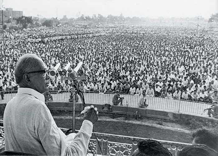 J P Andolan And Emergency Story - 42 साल पहले आज के दिन शुरु हुई थी  'संपूर्ण क्रांति', मिला था 'आपातकाल' | Patrika News