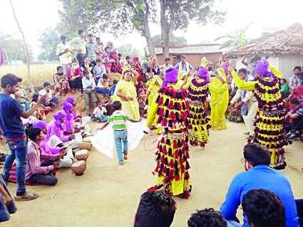 आदिवासी लोक कला देख दंग हुए मेहमान