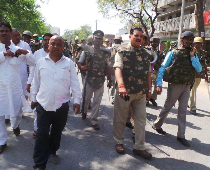 आजमगढ़ बवाल- एसओ निलंबित डीएम ने संभाली कमान