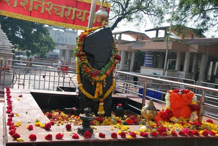 शनि शिंगणापुर मंदिर जा सकती हैं महिलाएंः बॉम्बे हाईकोर्ट