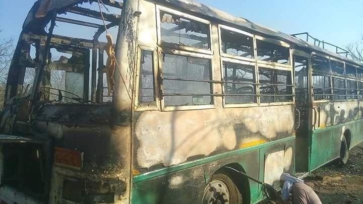 Burning Bus: शार्ट सर्किट से लगी आग, यात्री सुरक्षित