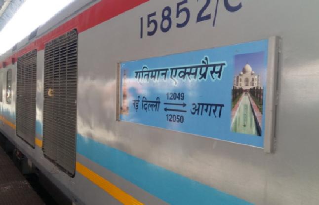 100 मिनट में दिल्ली से आगरा पहुंची गतिमान एक्सप्रेस