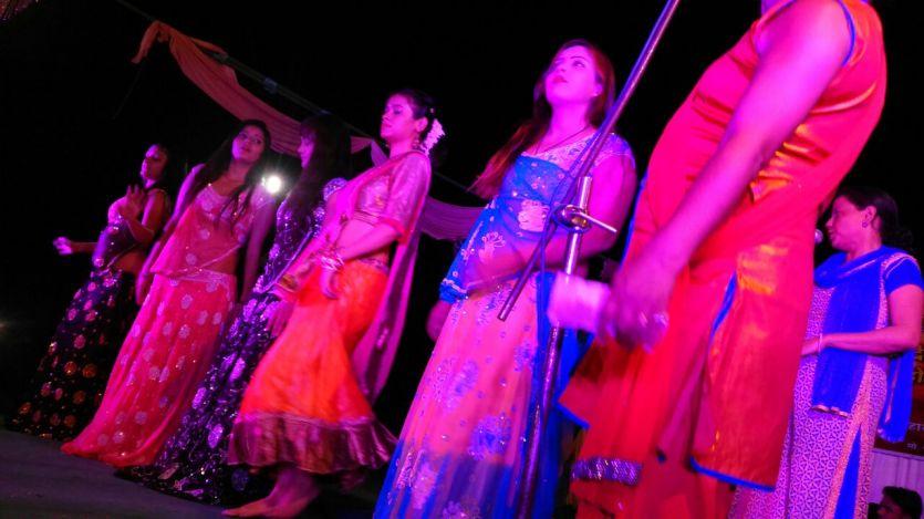काशी में महाश्मशान की चिताओं पर सजती हैनगर वधुओंकी महफिल