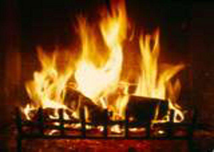 आग लगने से गृहस्थी का सामान जला