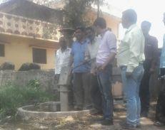 Water Crisis : ग्रामीणों ने कहा, यहां रहने से अच्छा हम जहर खाकर मर जाएं
