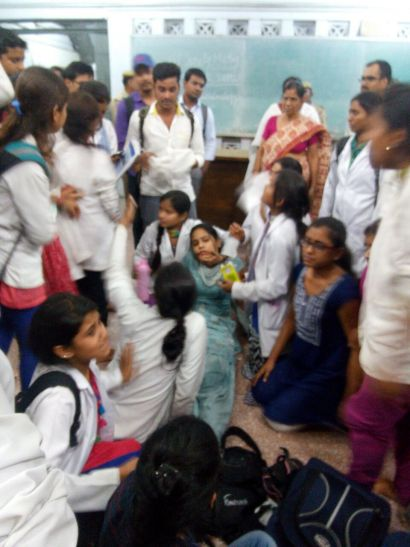 """बीएचयू मेडिकल की छात्राओं के साथ """"मर्द"""" सुरक्षाकर्मियों ने की मारपीट"""