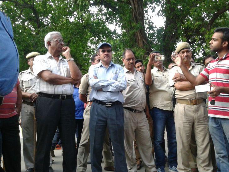 छात्रों की गांधीगिरी, बीएचयू ने खींचे पीछे कदम