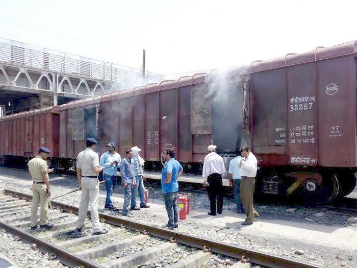 Railway Yard satna: मालगाड़ी से उठा तेज धुआं, हड़कंप