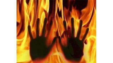 पति नेपत्नी को जिन्दा जलाया