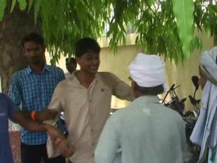 LIVE VIDEO- कलेक्ट्रेट परिसर में युवक ने की आत्मदाह की कोशिश