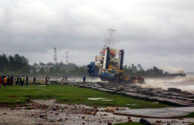 बांग्लादेश में रोआनू तूफान का कहर, 24 की मौत, 5 लाख बेघर