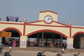 रेलवे स्टेशन निरीक्षण को पहुंचे सांसद, हड़कंप