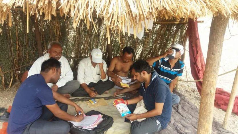 मढ़ैया में जा रहे एबीवीपी कार्यकर्ता, आखिर क्यों