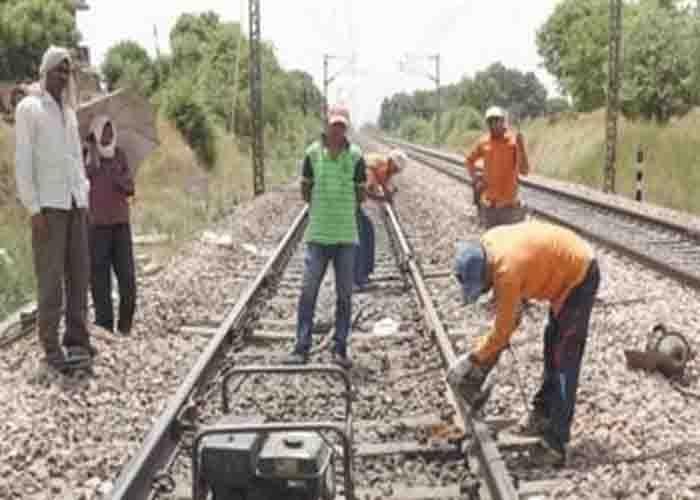 टला बड़ा हादसा: दिल्ली- हावड़ा रेलवे ट्रैक की टूटी ग्लू ज्वाइंट पर रात भर दौड़ती रहीं ट्रेनें
