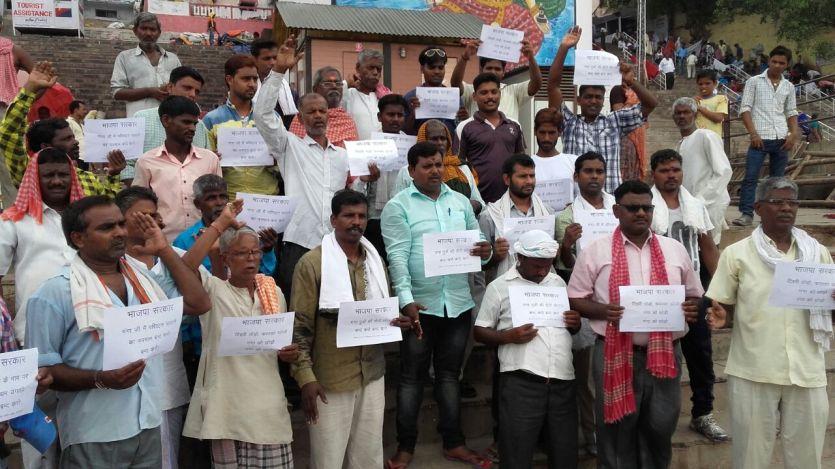 मोदी के संसदीय क्षेत्र में मोदी का विरोध