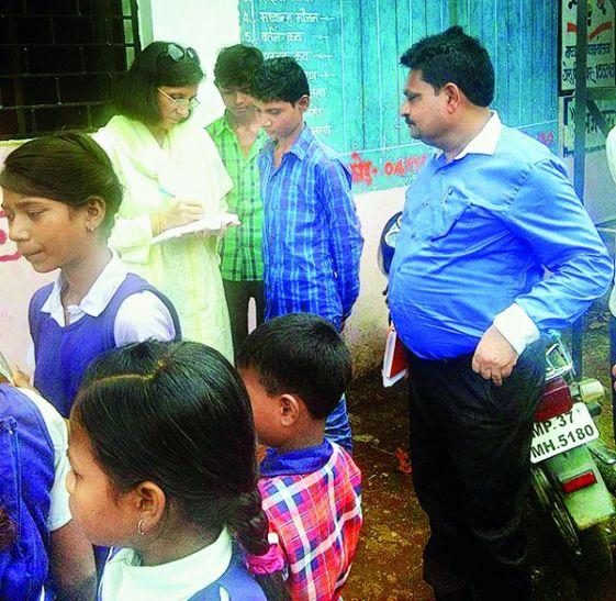 स्कूलों की व्यवस्था देख भड़कीं कमिश्नर,बिना लंच किए लौटीं
