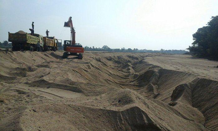 The effects of sand mining : जीवनदायिनी ही लील रही अन्नदात के खेत