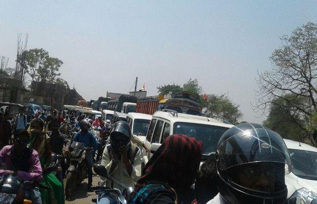 बदहाल ट्रैफिक : आठ किमी के सफर में लग रहा एक घंटा
