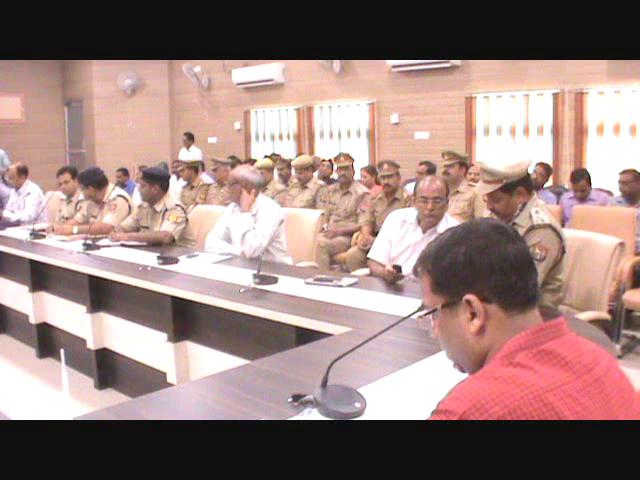 डीएम और एसपी ने शांति कमेटी के सदस्यों के साथ बैठक की