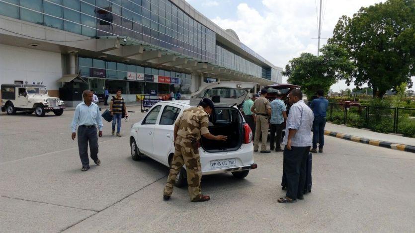 BREAKING NEWS वाराणसी एअरपोर्ट पर हाई अलर्ट
