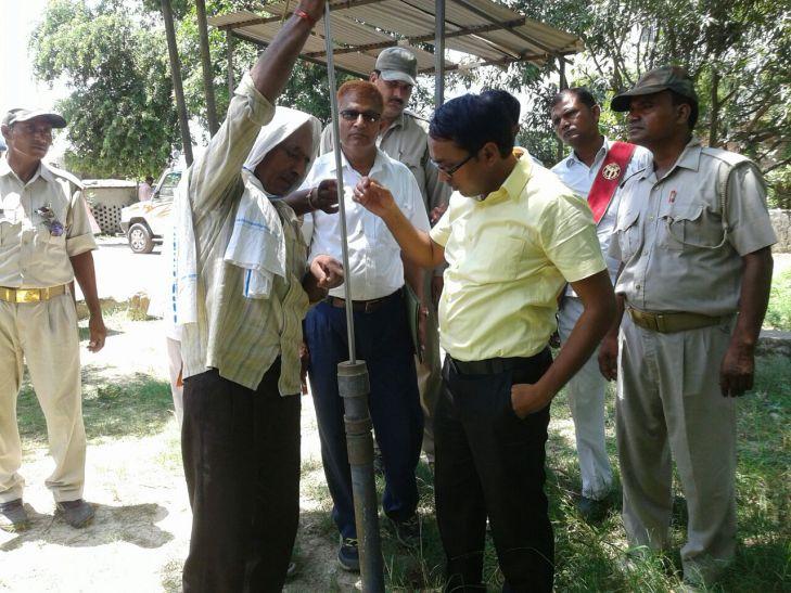 सरकारी गल्ला व तेल गोदाम पर अधिकारीयों ने मारा छापा