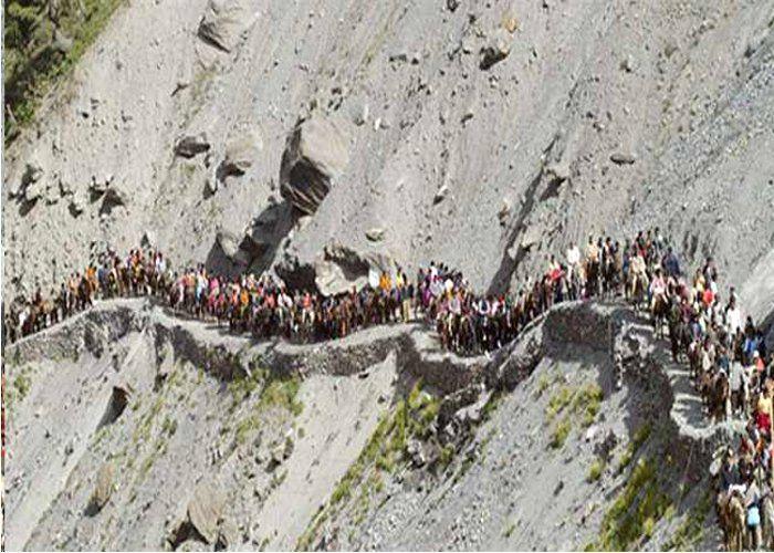 MP के 450 यात्री कश्मीर और 200 यात्री उत्तराखंड में फंसे