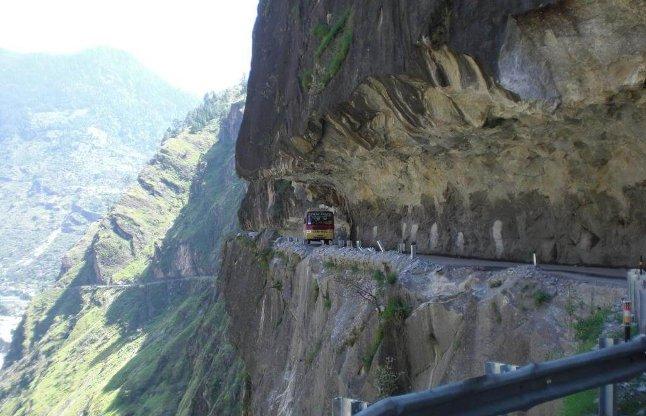 10 Most Dangerous Roads In India - भारत के 10 सबसे खतरनाक रास्ते, जहां पैदल  चलने से भी लगता है डर   Patrika News