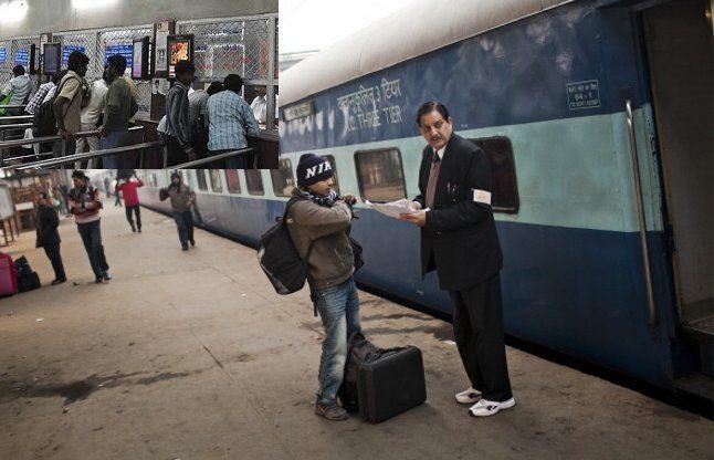 अब टिकट होने पर ही कर सकेंगे रेलवे स्टेशन में एंट्री