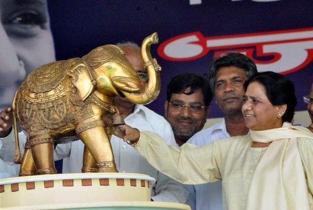 यूपी के चुनावी संग्राम में 'हाथी' छोड़ेगा माया का साथ!
