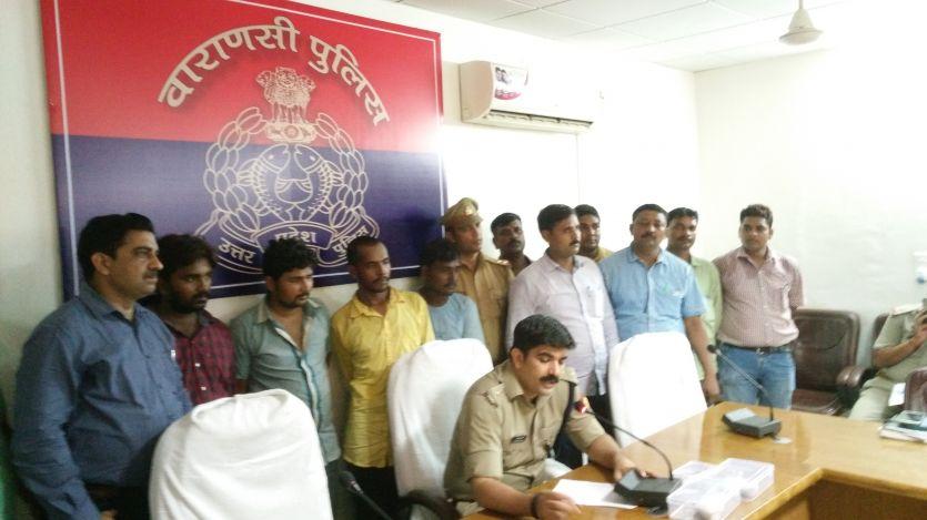 BREAKIN NEWS गोरखपुर में लूटा था आसाम से आई चायपत्ती से भरा ट्रक
